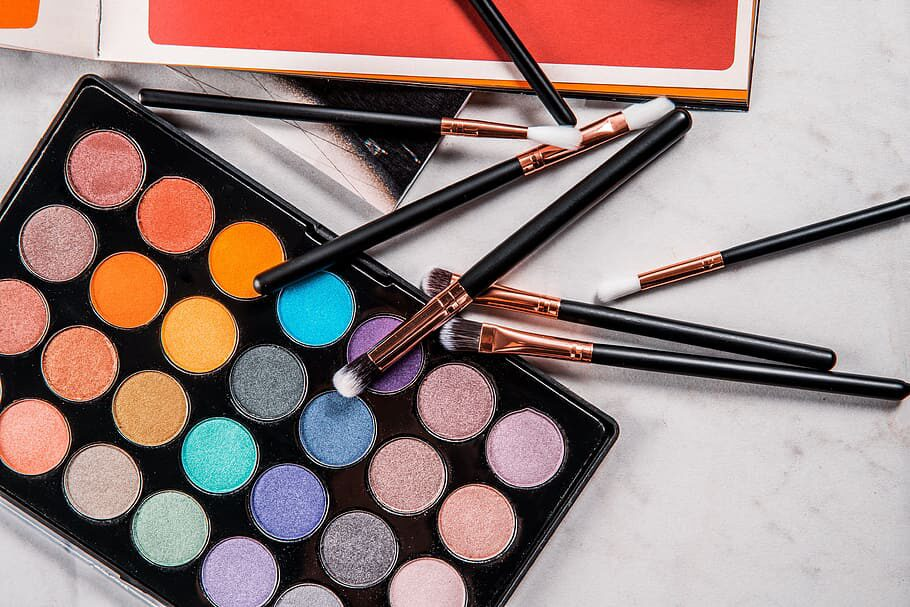 makeup-colourful-eyes-beauty.jpg